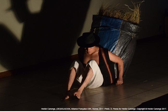 Hector Canonge, Desolacion (Performance, 2017) Alliance Française, Cochabamba, Bolivia.